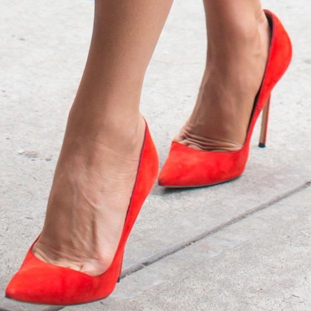 Victoria Beckham shows off her sexy feet incustom-made Manolo Blahnik pumps
