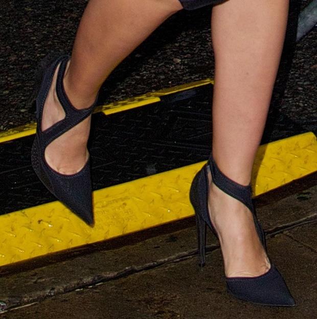 Cameron Diaz shows off her feet in Balenciaga pumps