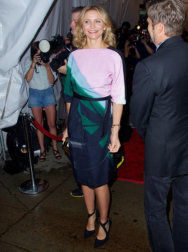 Cameron Diaz flaunts her legsin a Vionnet Pre-Fall 2013 silk wrap dress