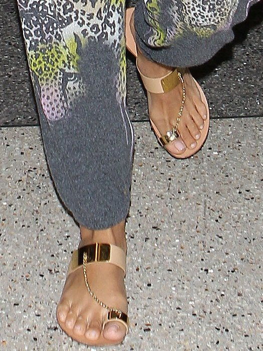 Eva Longoria wearing chain toe ring sandals