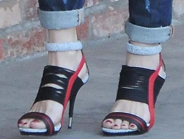 Gwen-Stefani-GX-Haru-sandals-1