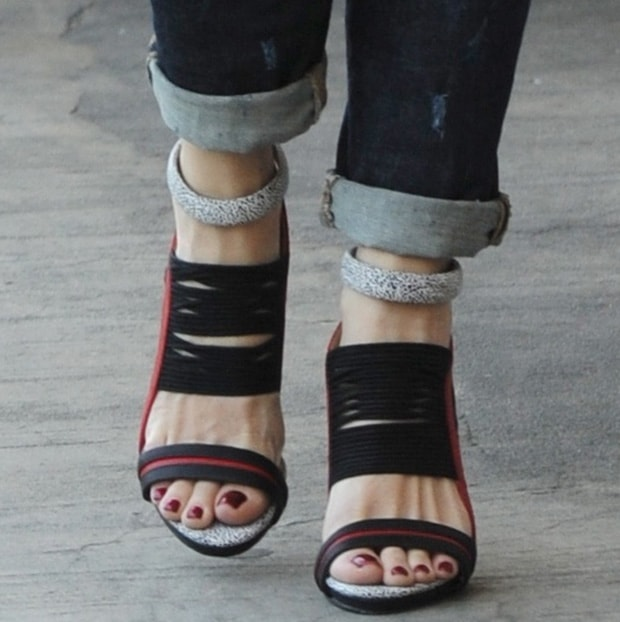 Gwen-Stefani-GX-Haru-sandals