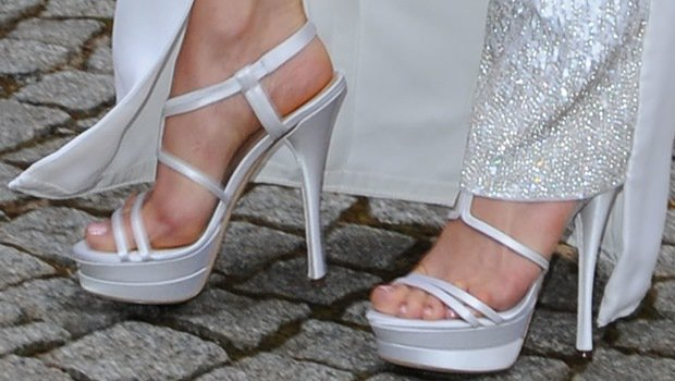 Jennifer Lopez wearing white platform sandals from Versace