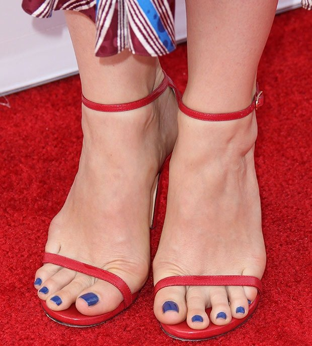 """Judy Greer's sexy feet in Stuart Weitzman """"Nudist"""" sandals"""