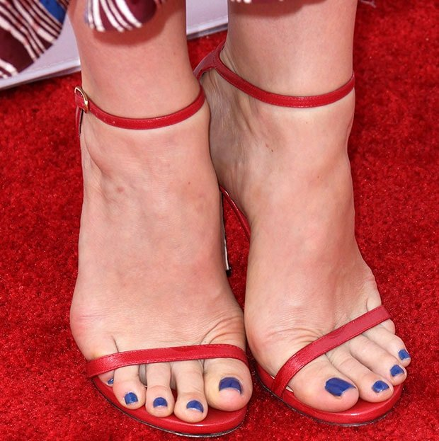 Judy Greer's hot pedicured toes in red shoes