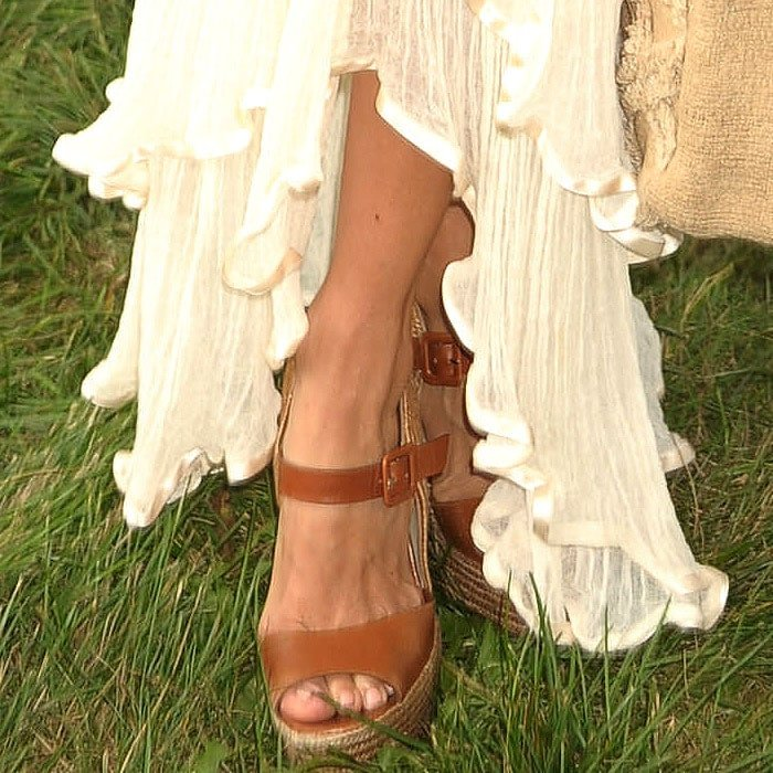 Rachel Zoe shows off her feet in Christian Louboutin Praia espadrille wedges