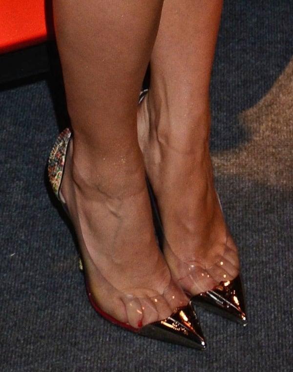 Rita Ora showing toe cleavage in Djalouzi pumps