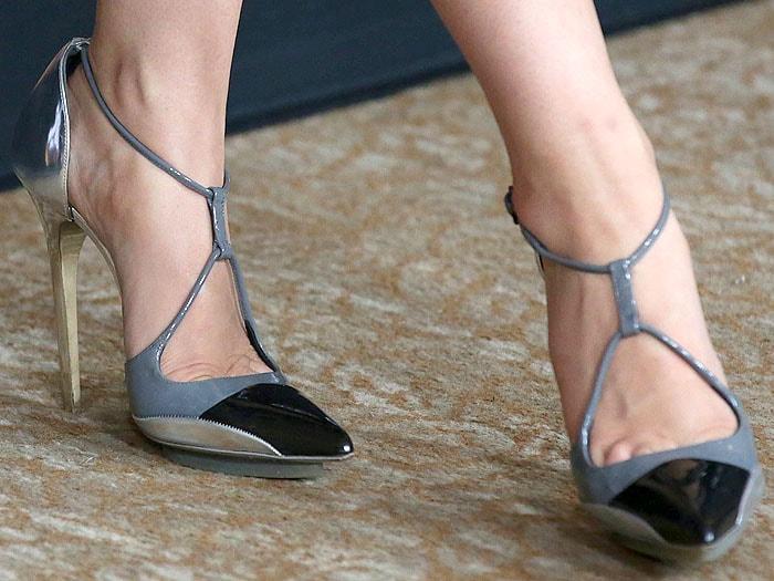 Wendi McLendon-Covey wearing Balenciaga fall 2008 pumps