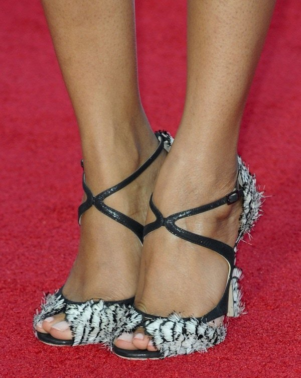 Zoe Saldana wearing Jimmy Choo Kamelia feather sandals