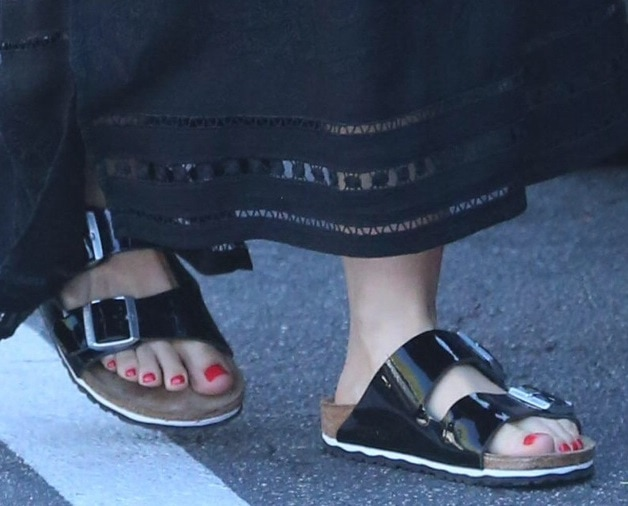 By wearing chunky leather slides instead of the usual thong sandals, Mena was able to infuse a cool-chick vibe into her look
