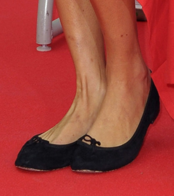 Alexa Chung shows off her feet in Repetto Cendrillon flats