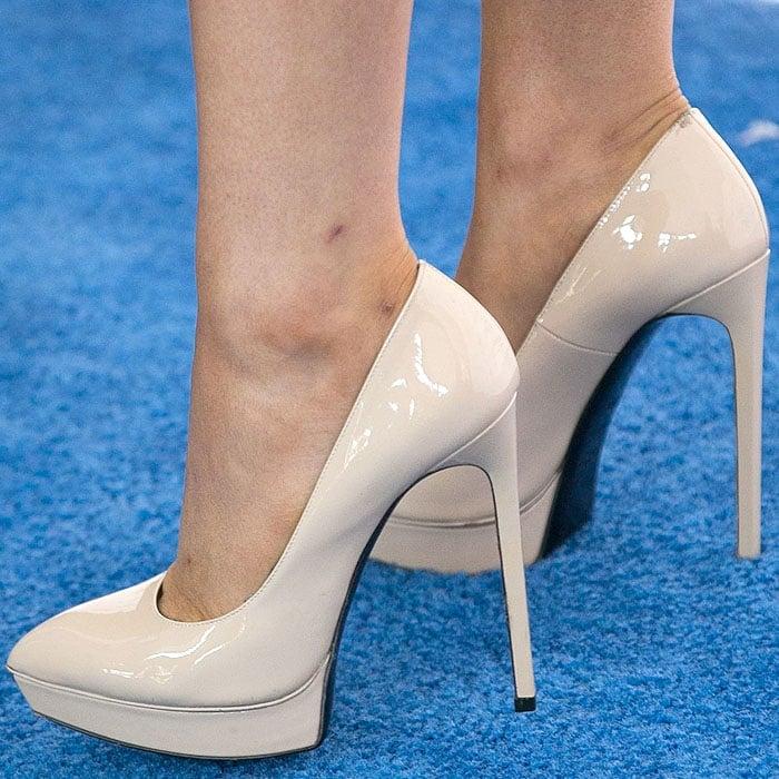 "Light beige Saint Laurent ""Janis"" patent pumps on Ariana Grande"