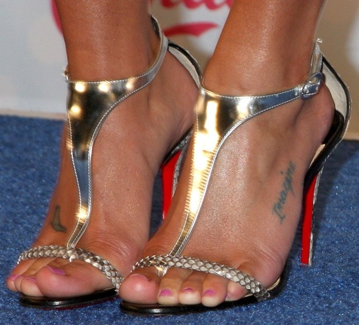 Lea Michele's nude feet inAthena sandals