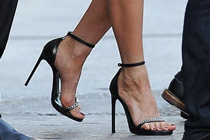 "Jennifer Aniston's sexy feet in Saint Laurent ""Jane"" sandals"