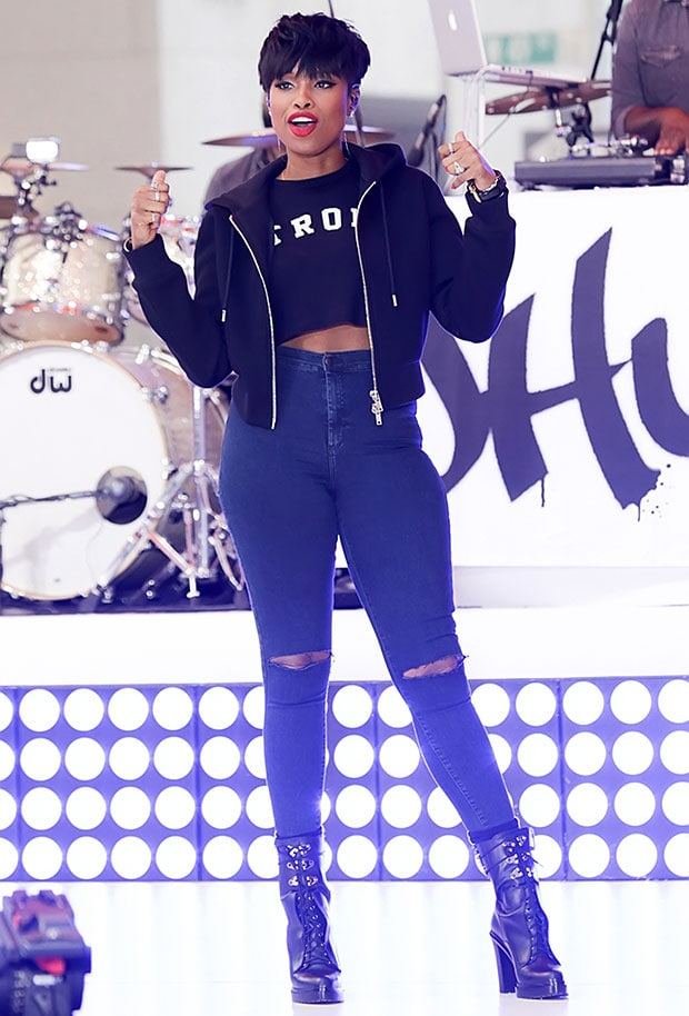 202cd363ecd Jennifer Hudson displayed a totally different look as she rocked the crowd  at the Rockefeller Center