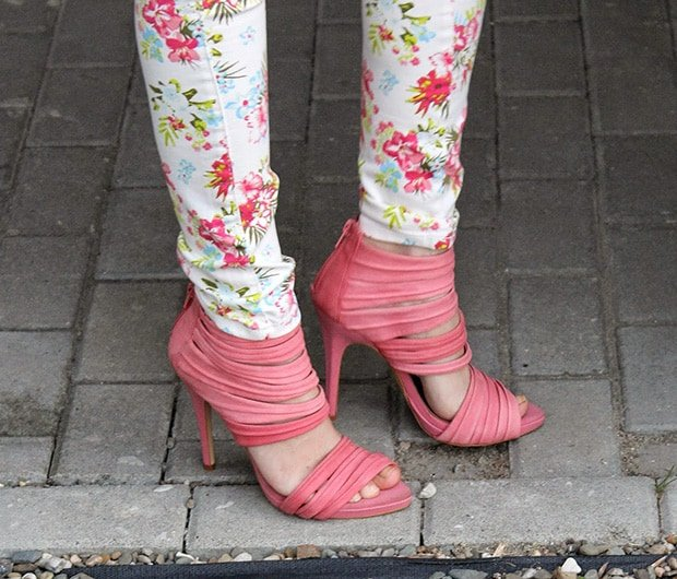 Justyna Zybek in strappy pink sandals