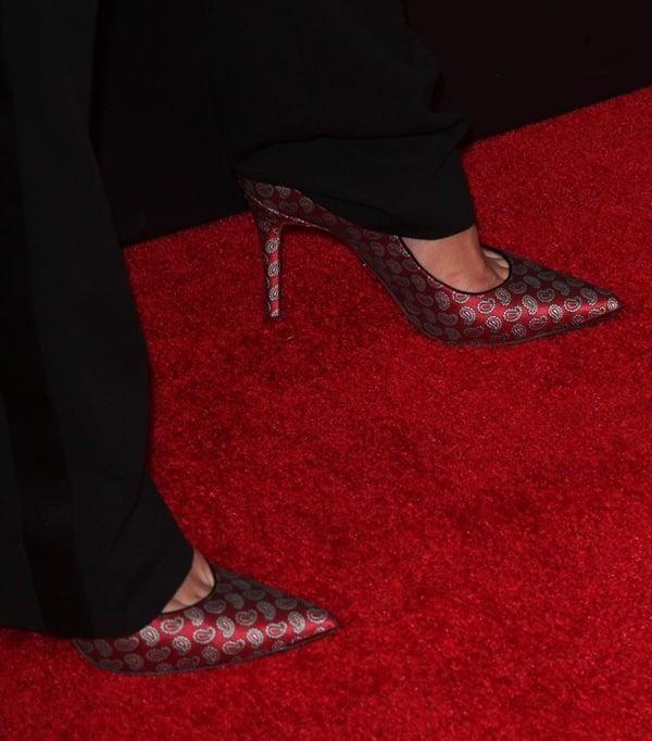 Katie Holmes wearing Michael Kors Paisley Avra pumps