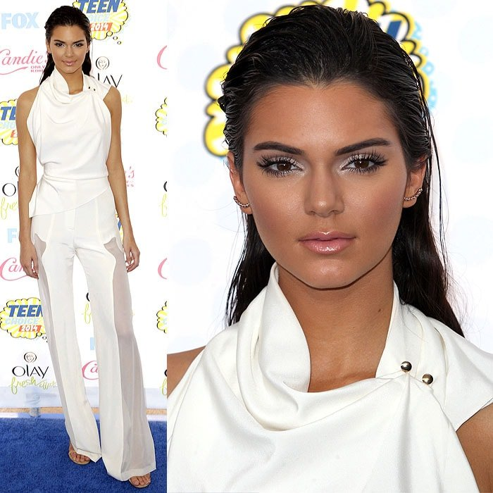 Kendall Jenner posing on the blue carpet at the 2014 Teen Choice Awards