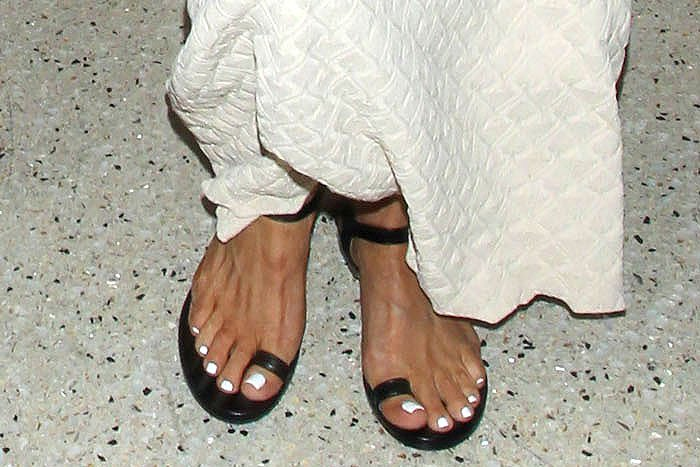 Black leather toe-ring sandals on Kris Jenner