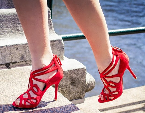 Lara Rose Roskam's hot feet in red Zara sandals