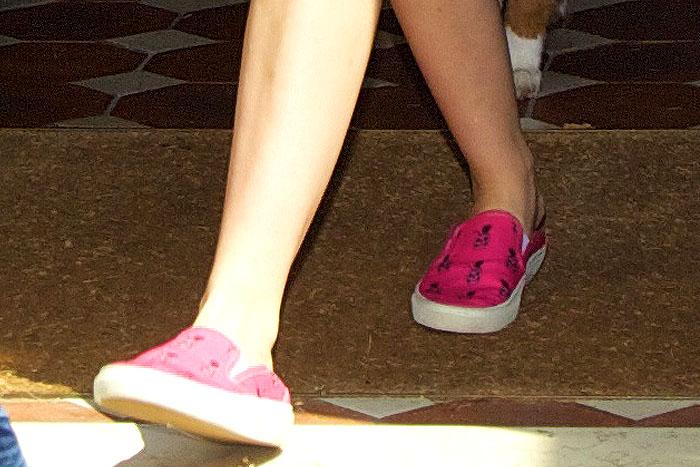 Miley Cyrus wearing Saint Laurent Pinaskullada sneakers