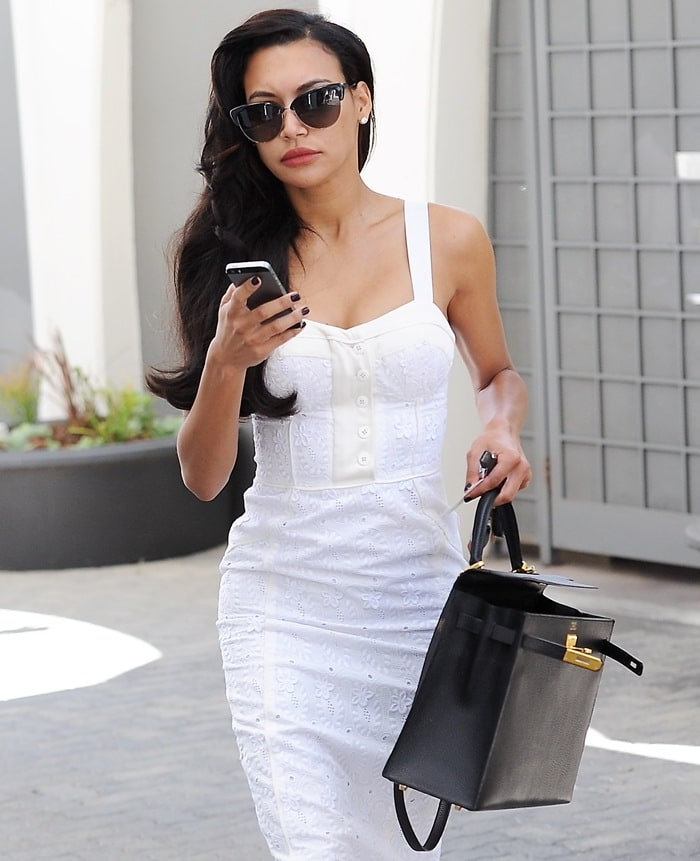 Naya Rivera lookingbusiness-ready with a suitcase in hand as she makes her way to a meeting in Beverly Hills on August 13, 2014