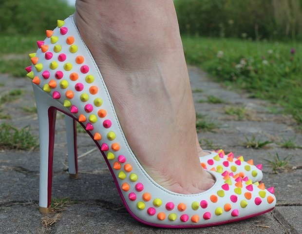 Rommy's hot feet in pumps embellished with candy-colored studs