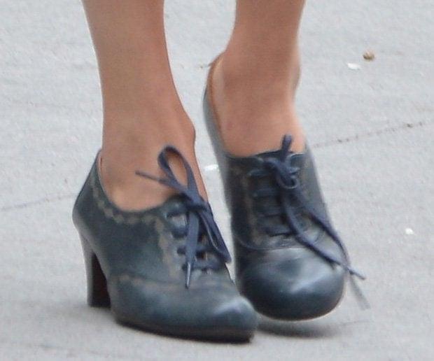 Taylor Swift wearing heeled oxfords