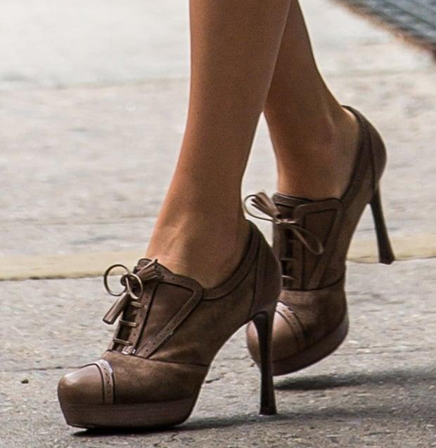 Taylor Swift wearing Saint Laurent oxford pumps