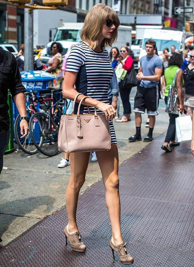 Taylor Swift wearing a striped body-con dress by Topshop
