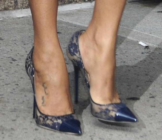 Zoe Saldana wearing Jimmy Choo 'Amika' pumps
