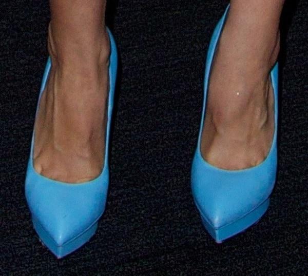 Aubrey Plaza wearing sky blue Saint Laurent Janis pumps