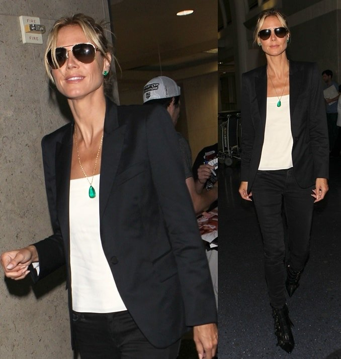 Heidi Klumopted for a monochromatic ensemble consisting of black skinny jeans worn with a white shirt and a black blazer
