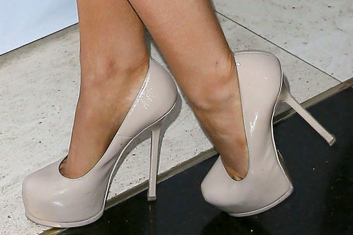 Ariana Grande wearing Saint Laurent Tribtoo pumps
