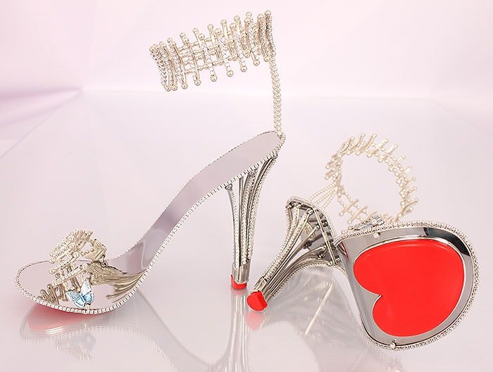 Removable and replaceable pads at the soles and heel tips guarantee that the heels will last forever