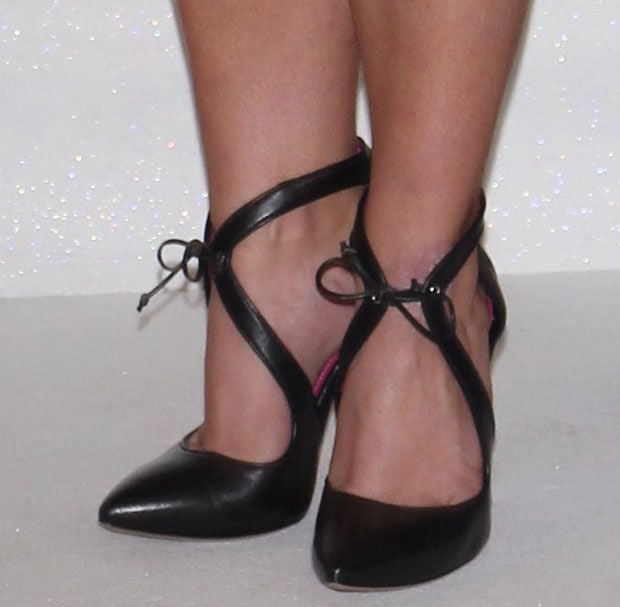 Britney Spears wearing Oscar Tiye pumps