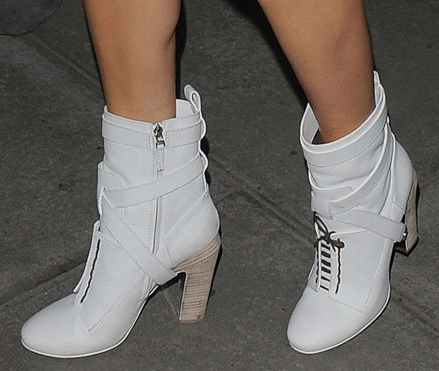 Ellie Goulding'swhite grained leather boots from Fendi