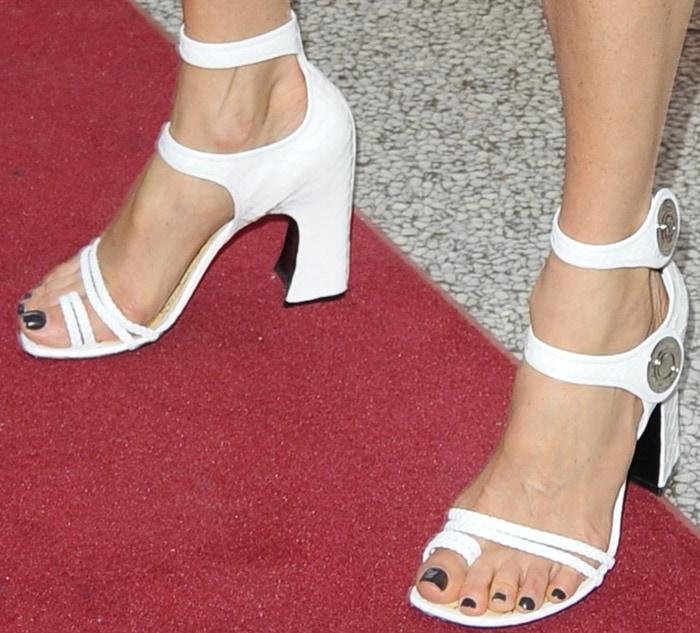 Jennifer Connelly wearingwhite toe-ring sandals