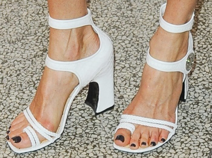 Jennifer Connelly showing off her feet instrappy toe-ring sandals