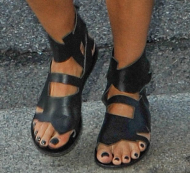 Jessica Alba wearing Banana Leaf sandals by Ancient Greek for Carven