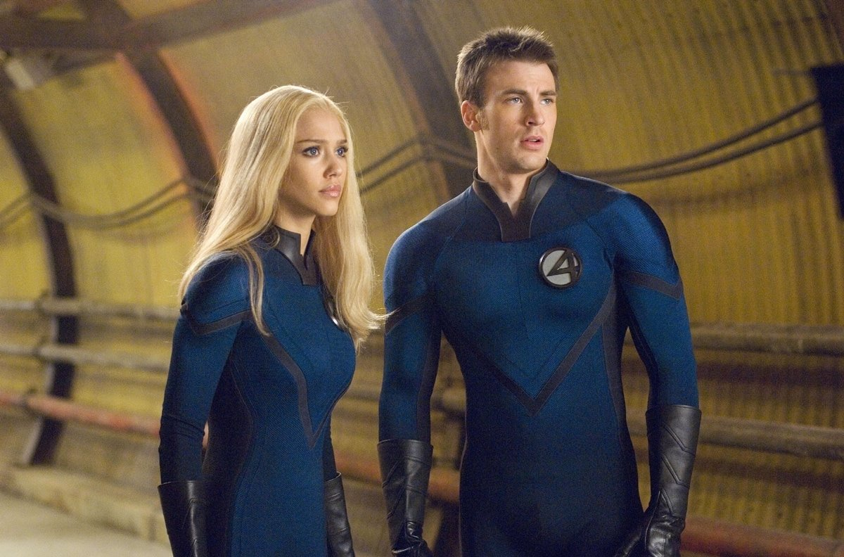 Jessica Alba wearing a blonde wig as Sue Storm and Chris Evans as her brother Johnny Storm in Fantastic Four: Rise of the Silver Surfer