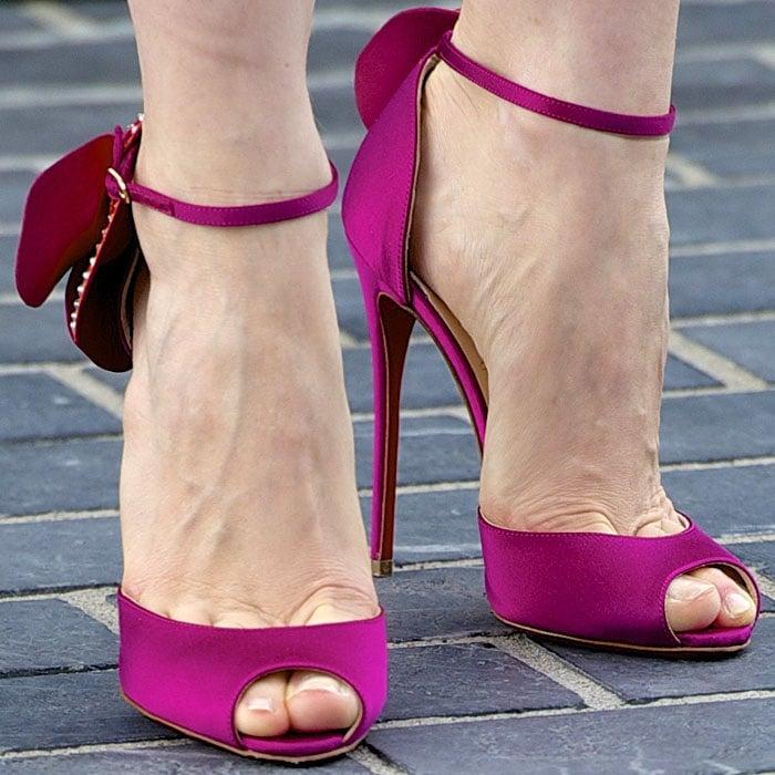 Jessica Chastain S Hot Feet Brighten Gloomy Day In