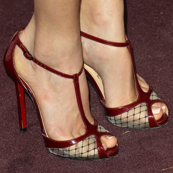 """Jill Wagner shows off her sexy feet in Christian Louboutin's """"Lagoula"""" sandals"""