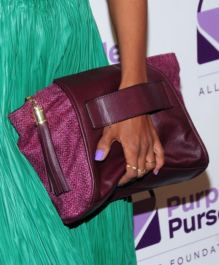Kerry Washington showed off the purple purse that she personally designed to help raise awareness for domestic violence
