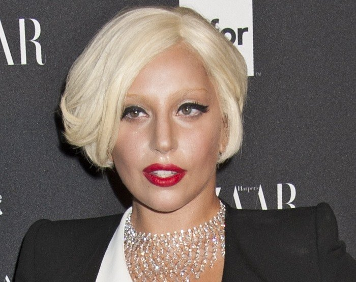 Lady Gaga'sshimmering silver necklace