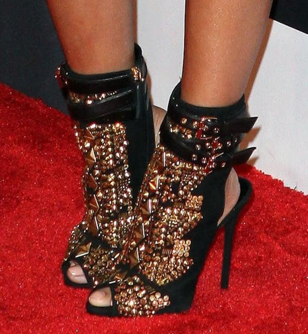 Nicki Minaj let her Giuseppe Zanotti booties do the talking