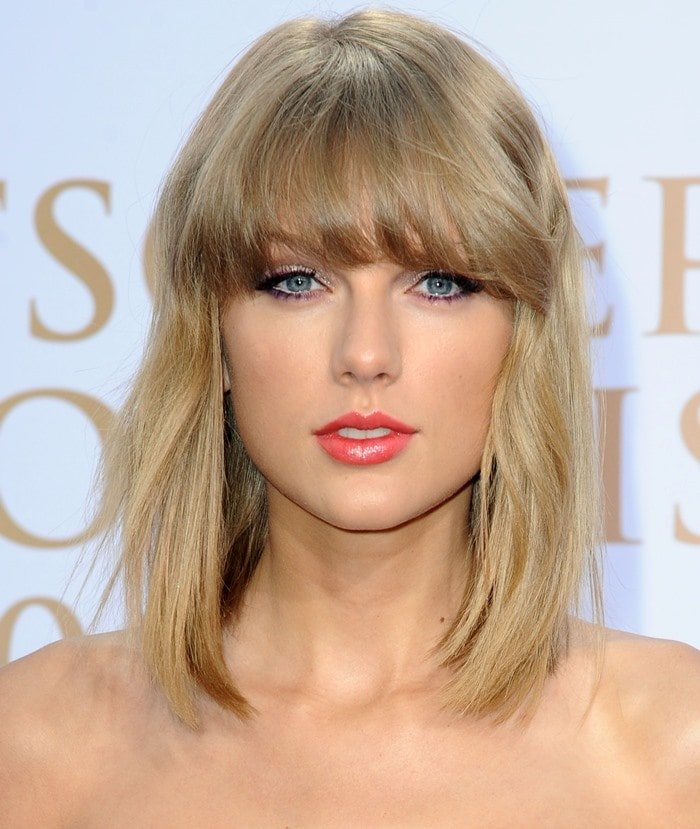 Taylor Swift hit the red carpet at Deutscher Radiopreis and did not fail to turn heads