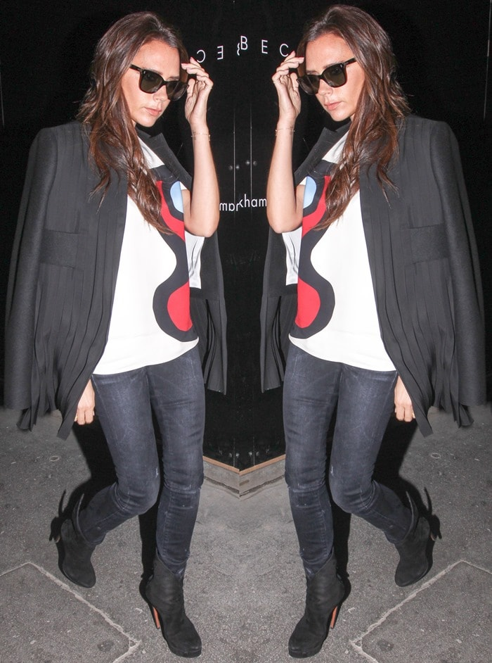 """Victoria Beckham ina round-neck printed t-shirt and skinny """"Wizard"""" jeans by R13"""