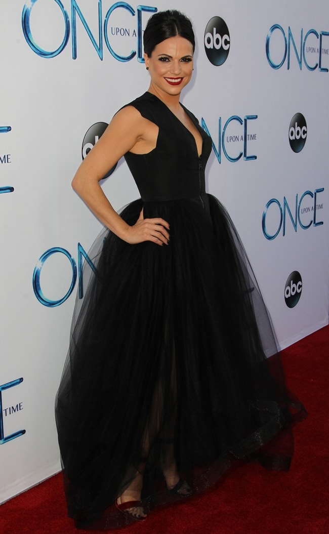 Lana Parrilla looked sexy with scarlet red lipstick at the season 4 premiere of 'Once Upon a Time'