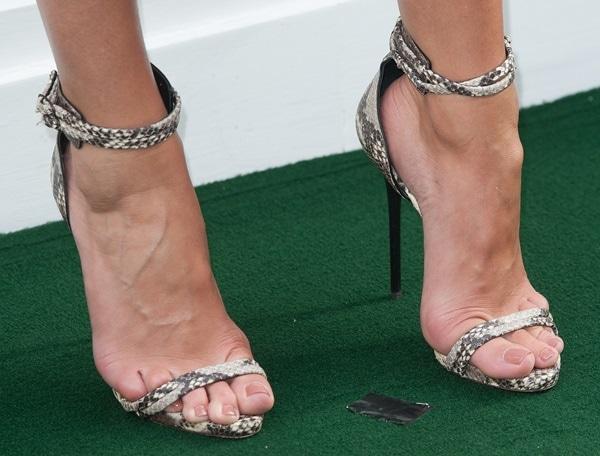 Rosie Huntington-Whiteley's pretty feet insnake-printGiuseppe Zanottiankle-wrap sandals